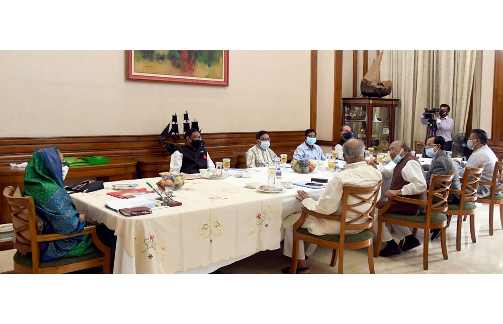 প্রধানমন্ত্রী শেখ হাসিনা শনিবার গণভবনে বাংলাদেশ আওয়ামী লীগের সংসদীয় মনোনয়ন বোর্ডের সভায় সভাপতিত্ব করেন। ছবি: পিএমও