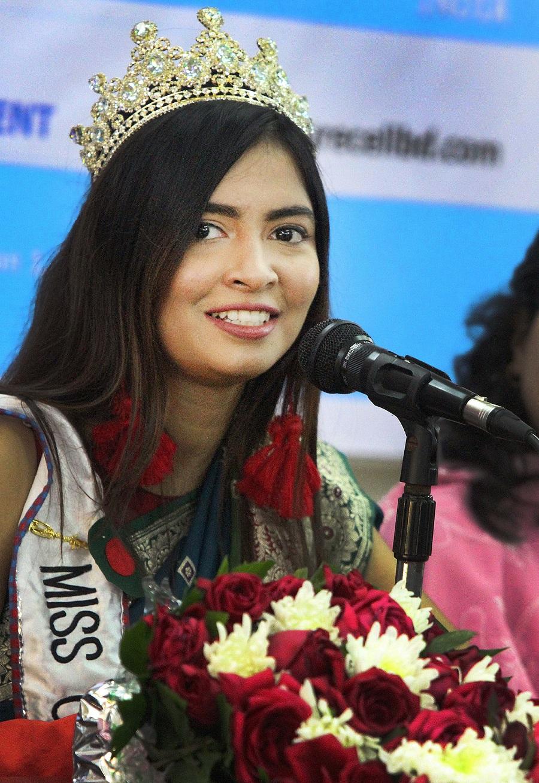 জিম্বাবুয়েতে 'মিস কালচারাল ওয়ার্ল্ডওয়াইড' প্রতিযোগিতায় বিজয়ী প্রিয়তা ইফতেখার।