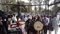 শহীদ মিনারে সাংবাদিক শাহীন রেজা নূরের শেষ শ্রদ্ধা