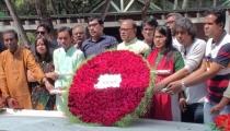 বঙ্গবন্ধুর সমাধিতে ঢাকা সাংবাদিক ইউনিয়ন নেতৃবৃন্দের শ্রদ্ধা