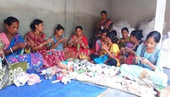 খেলনা তৈরি করে স্বাবলম্বী ৫ শতাধিক নারী